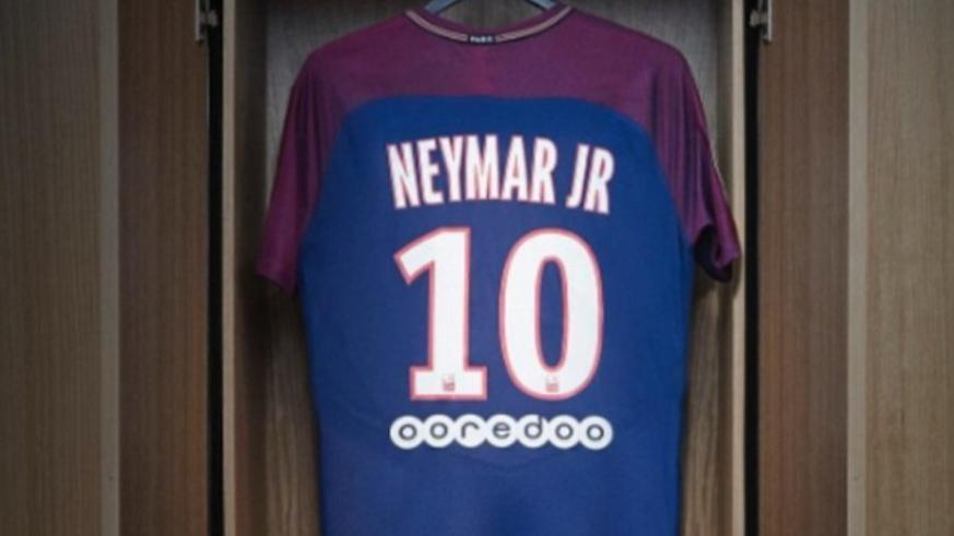 online retailer 1c085 47884 Neymar signs five-year deal to seal world record PSG move ...