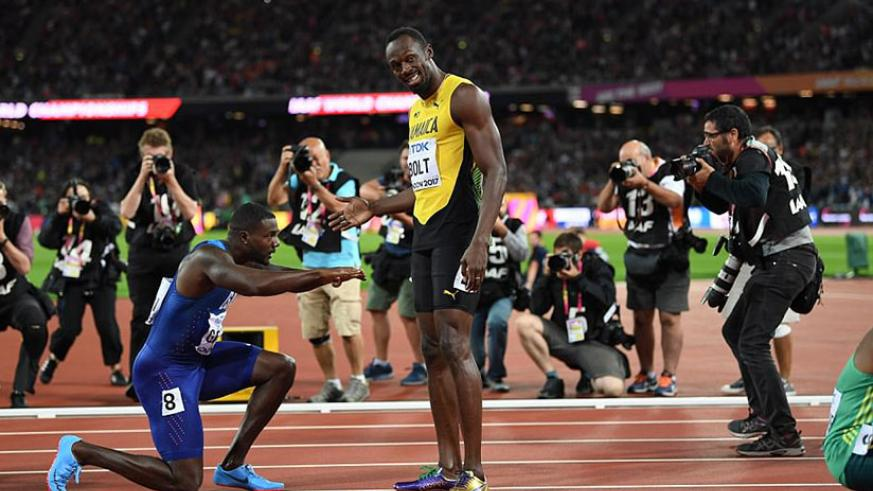 Bolt was denied gold in the men's 100m World Championship final in his last race but Gatlin bowed down to him at the end. / Internet photo