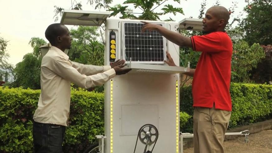 Nyirakarundi explains to one of the agents how the solar powered cart works. Courtesy.