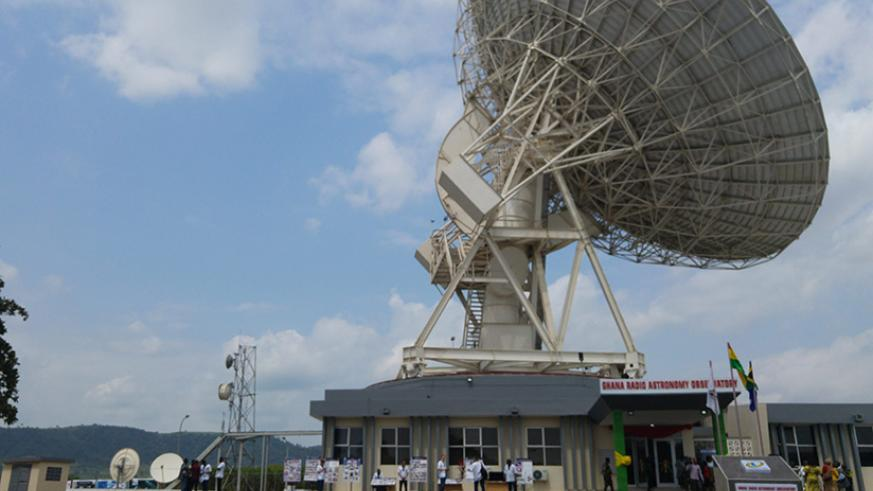 A 32-meter wide telescope atop the Ghana radio astronomy observatory in Kuntunse. / Internet photo