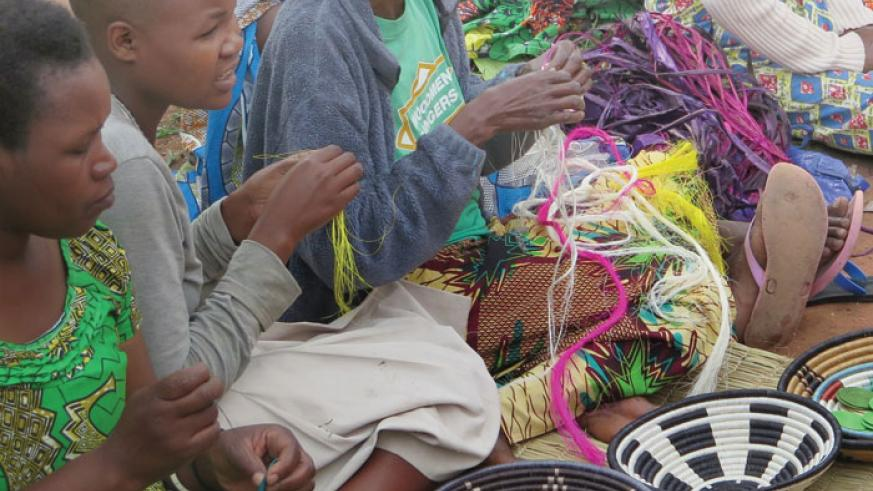 Women making handicrafts and baskets. / File