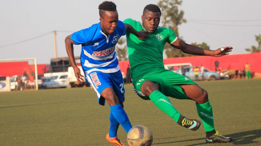 Rayon Sports winger Nova Bayama tries to go past SC Kiyovu striker Isaac Muganza at Mumena Stadium last season. (Sam Ngendahimana)