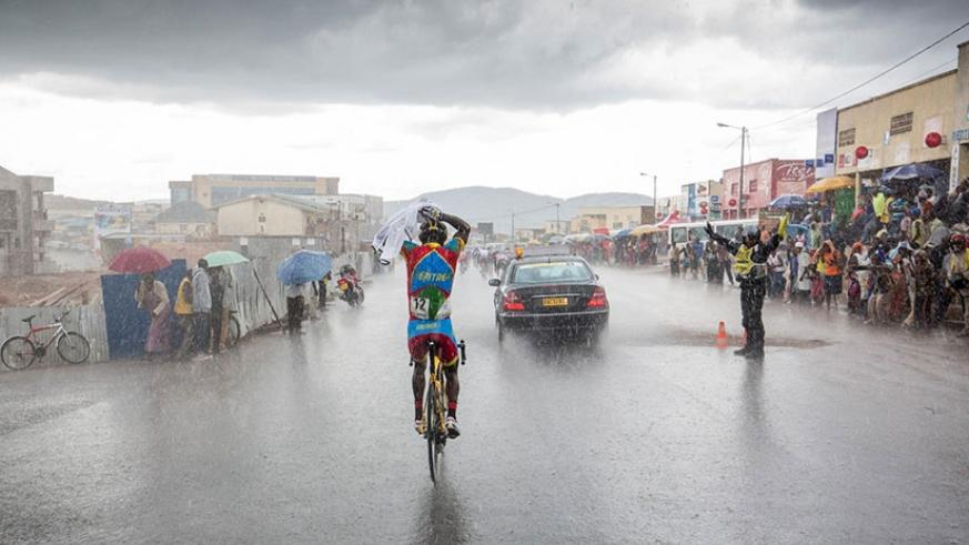 Locals brave downpour to watch Tour du Rwanda. Lightning is synonymous with rain reason and Police have cautioned people to take preventive measures serious. Net.