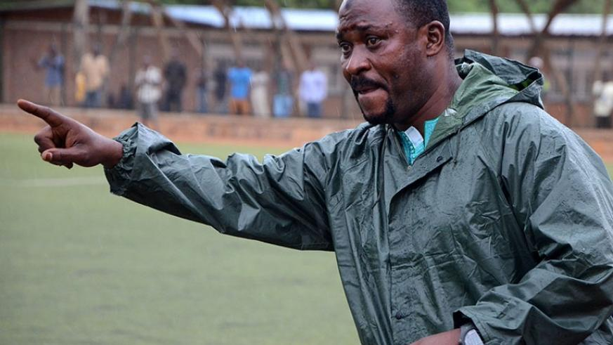 Bugesera FC head coach Ali Bizimungu gives instructions to his players during the match. S. Ngendahimana.
