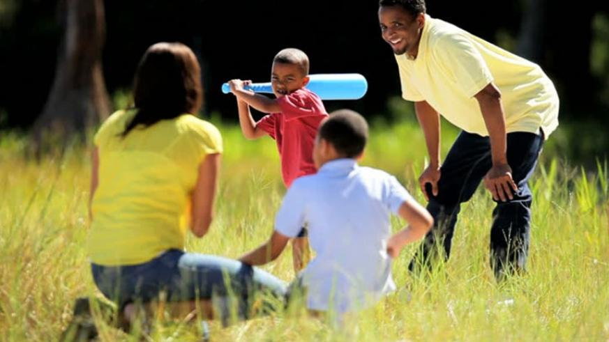 Letting children engage more in outdoor activities stimulates their intellectual development according to education experts. (Net photo)