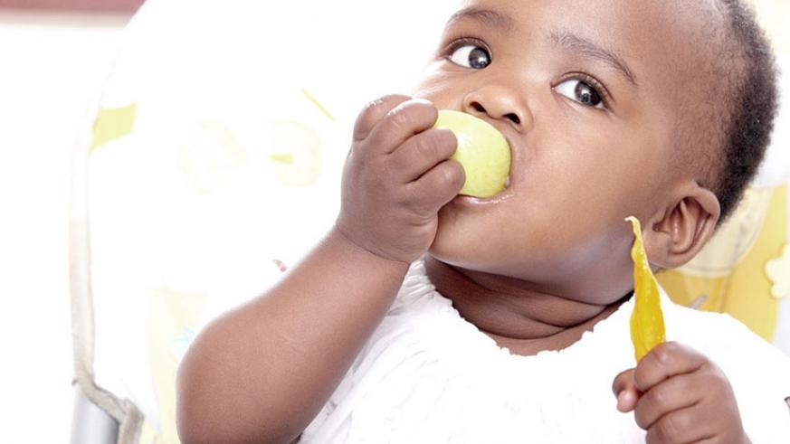A toddler takes a snack. Toddlers thrive on routine and enjoy knowing what to expect. (Net photo)