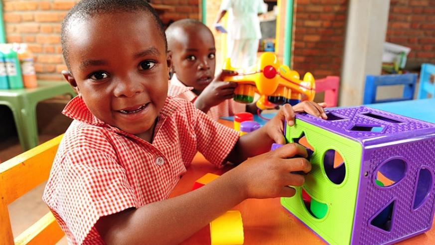 Children at an early childhood development centre. Learning about shapes, colours, and numbers is an important way to make your brain strong when you are young. (/©UNICEF Rwanda/2017)