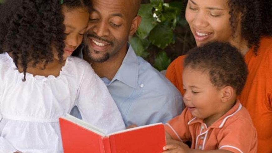 Reading for your toddler improves their cognitive development. (Net photo)
