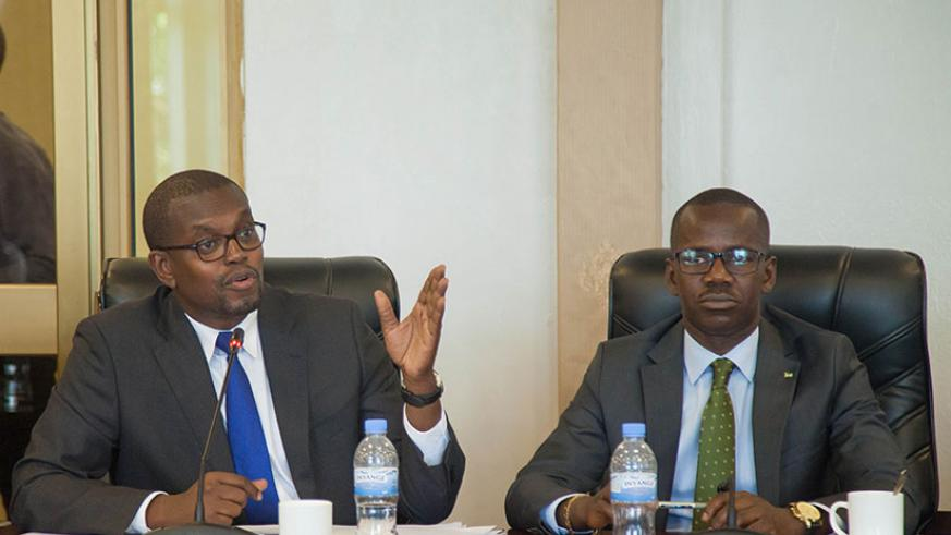 Mutangana (L) briefs the committee about drug dealing as State Minister for Legal and Constitutional Affairs Evode Uwizeyimana looks on. / Nadege Imbabazi