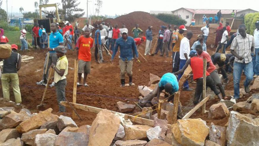 Kicukiro residents take part in the construction of the ECD centre. / Jean d'Amour Mbonyinshuti