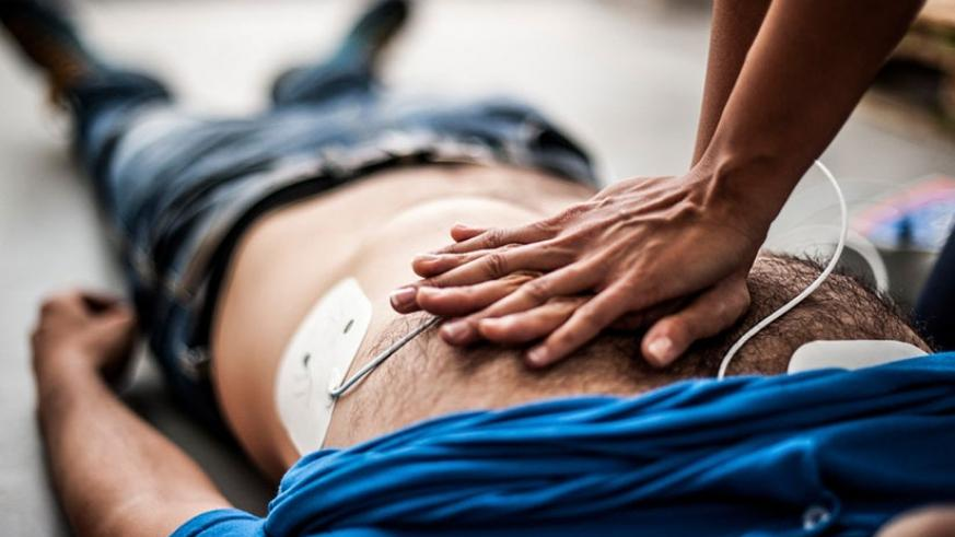 CPR comprises chest compressions, which generate small but critical amounts of blood to the heart and brain. / Net photo.
