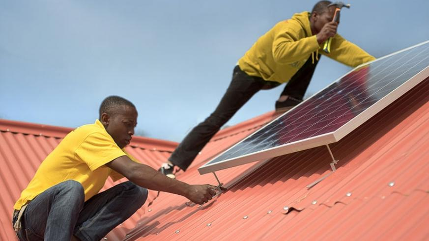Mobisol technicians install a solar system. / File