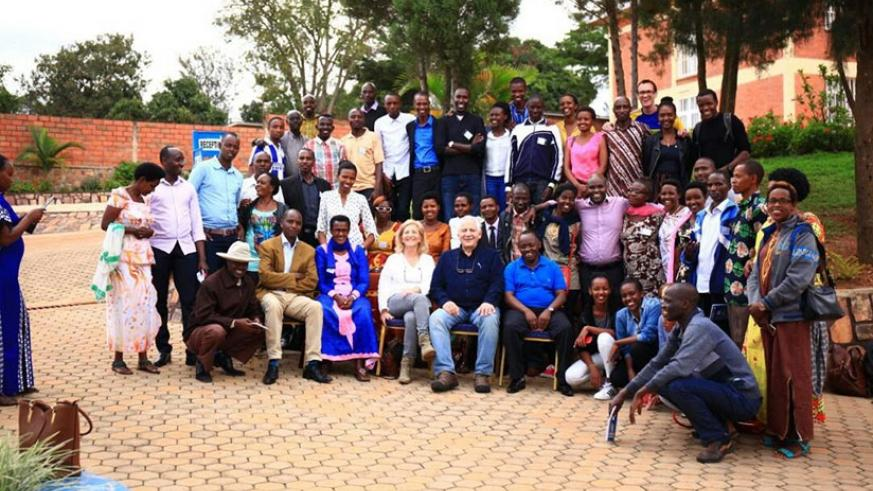 Participants in a group photo after the workshop. Olivia Muragijimana.