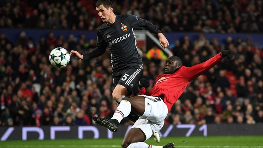 Manchester United got themselves level when a brilliant floated ball by Paul Pogba was turned in by Romelu Lukaku. Net photo