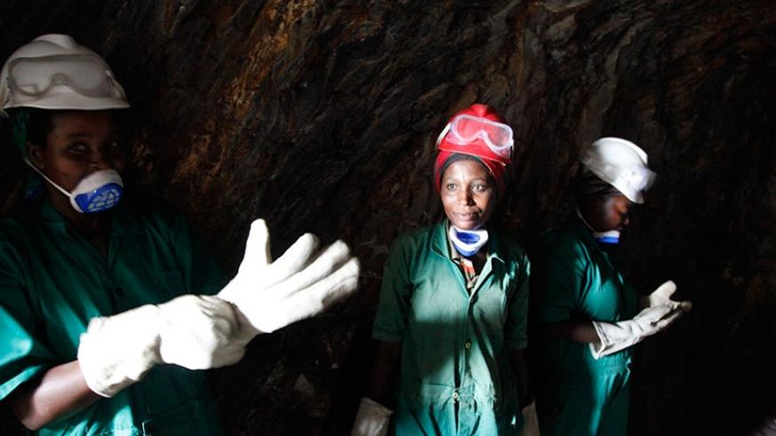 Women getting ready for mining. (Photos by S. Ngendahimana)