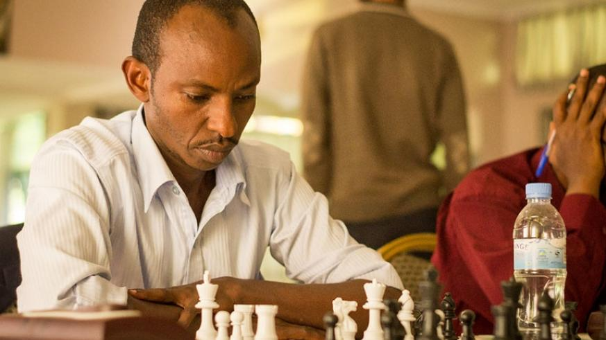 Ben Tom Zimurinda is not throwing in the towel yet and is determined to do all it takes to win his round five encounter against CM Godfrey Kabera. J. Karuhanga.