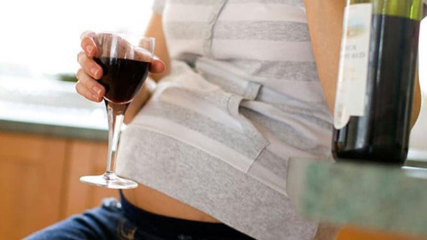 Drinking alcohol while pregnant can cause miscarriage. / Net.