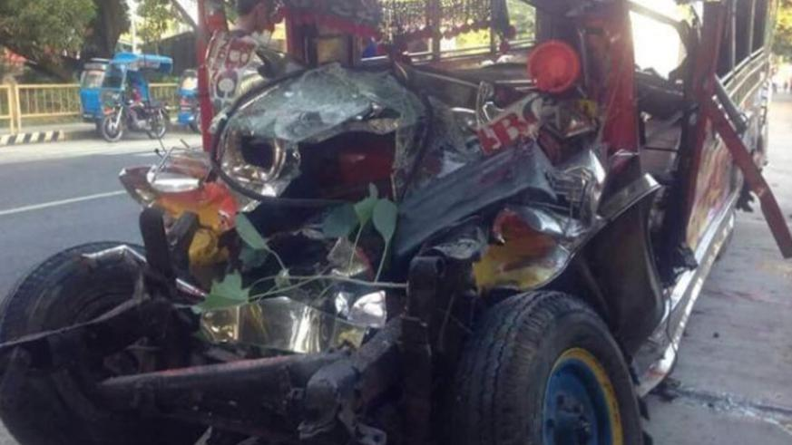 Christmas Jeepney.Philippines 20 Killed In Bus Crash On Christmas The New