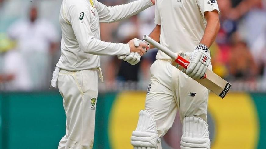 Steve Smith congratulated Alastair Cook after the former England captain carried his bat following a magnificent innings. Net photo