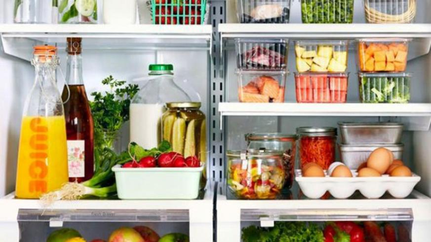 A graphic illustration of how different foods should be packed in a refrigerator  / Net photo.