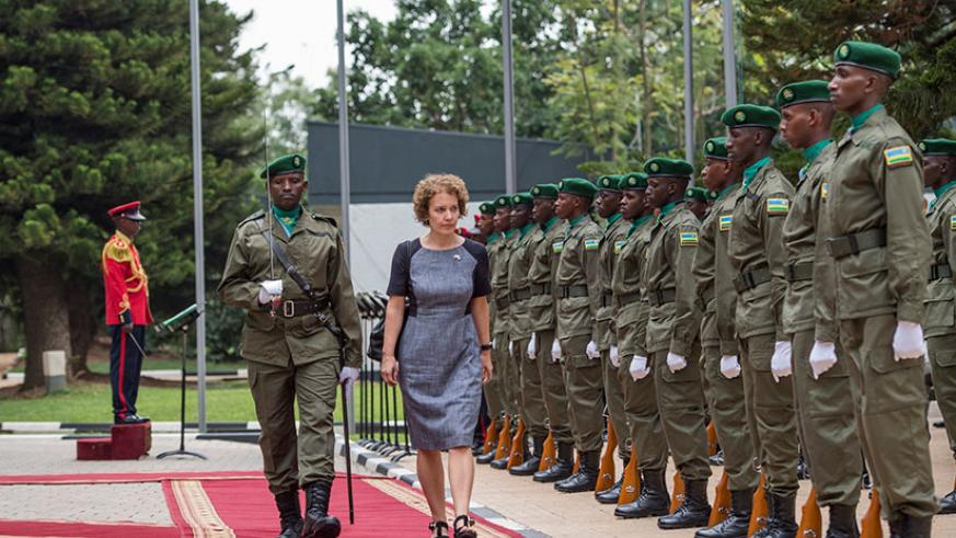 The new British High Commissioner to Rwanda Joanne Lomas inspects a guard of honour as she arrived to present her credentials. / Village Urugwiro