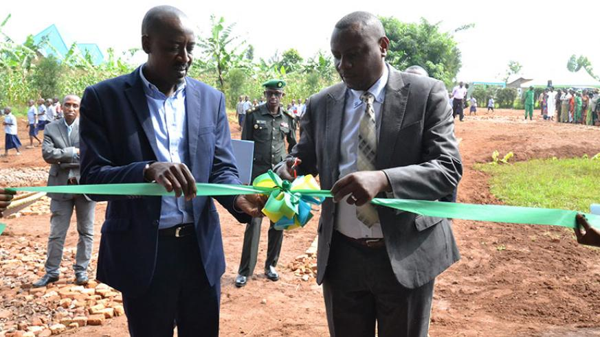 State Minister Dr Isaac Munyakazi launches the 922 classrooms built nationwide in a ceremony held at Kavumu in Rwamagana District. Kelly Rwamapera