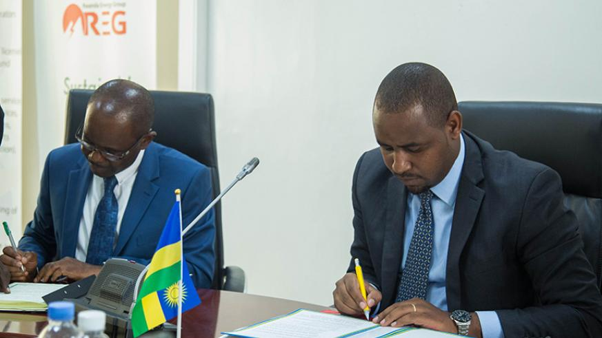 Prof. Makame Mbarawa, the Minister for Transport of Tanzania (left), and Rwanda's Minister of State in charge of Transport Jean de Dieu Uwihanganye sign the railway construction ag....