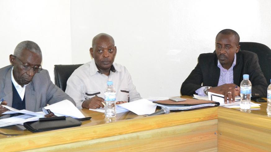 Mayor Rajab Mbonyumuvunyi (right) during the meeting with the senators in Rwamagana District. J.D. Nsabimana.