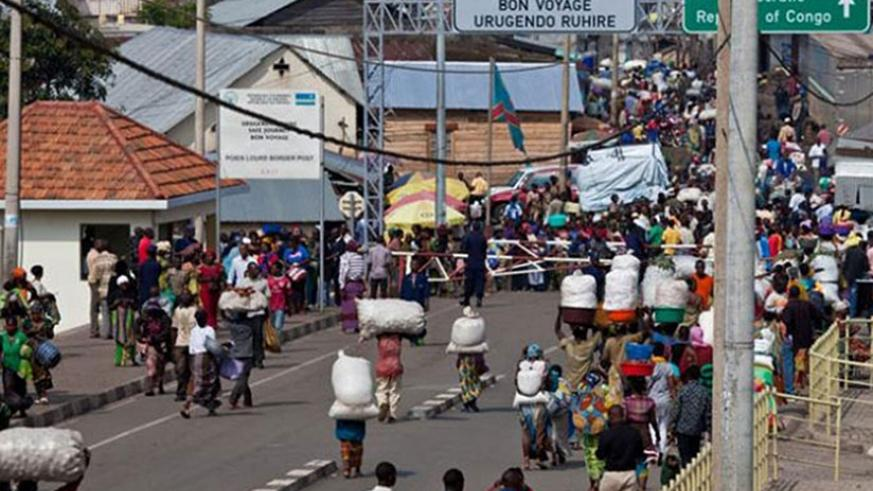 Rwandans head to a cross-border market in Goma, DR Congo. / File.