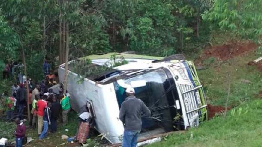 Twenty people sustained minor injuries after a bus heading to Rusizi town from Kigali slipped off the road and overturned.