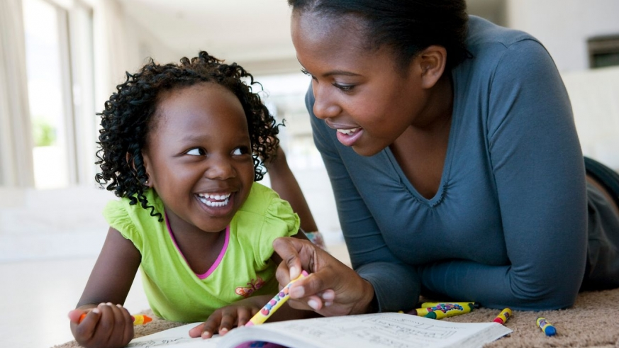 Fun and informative games are a good way to bond with children. Net photo